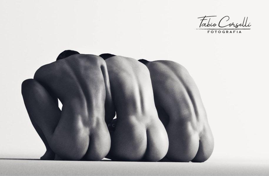 > K A R M A < Tre corpi nudi...